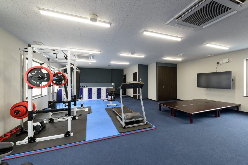 談話室には各種ゲーム・トレーニングスペース・マッサージチェアなど完備