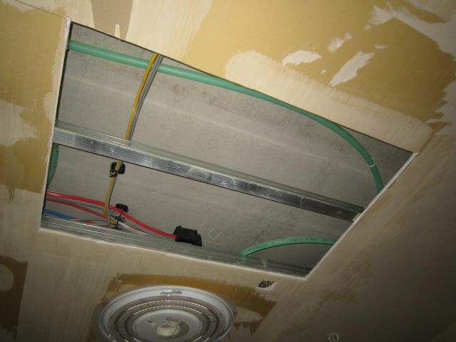 上階漏水による天井復旧工事